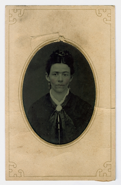 Hand-colored portrait of an unidentified woman