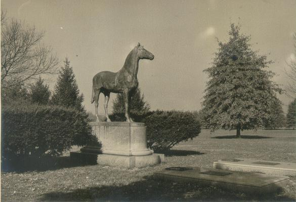 Horse Monuments and Graves; Horse statue/monument