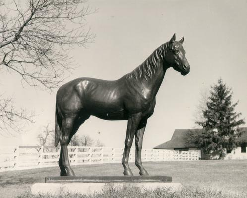 Horse Monuments and Graves; Large horse statue on a farm