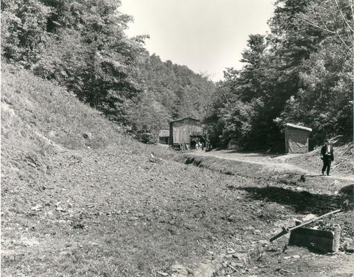 Johnson, Lyndon B. and Ladybird; The Kentucky hillside