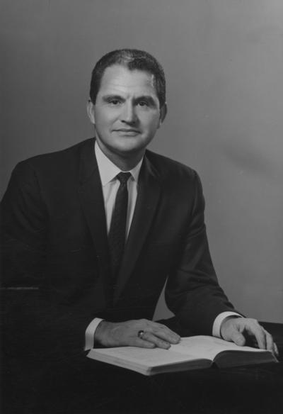 Creech, Glenwood L., Alumnus, B.S., 1941; M.S., 1950, Vice President of University of Kentucky Relations and Professor of Extension Education, Research Specialist in Vocational Education, 1965 - 1973, President of Florida Atlantic University, 1973 - 1983, Photographer: Adam Pepiot Studio
