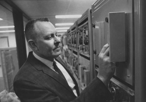 Cutler, Walter, Supervisor, Digital Random Access Lab in the University School of Letters and Languages (located in the Classroom Building), September 19, 1969, Public Relations Department photograph