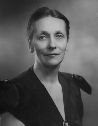 Blanding, Sarah Gibson, University of Kentucky (Bachelor of Arts  1923), Columbia University (M.A. 1926), and studied at the London School of Economics (1928-29), birth 1898, death 1985, Instructor of physical education, Assistant Professor of Political Science, and Dean of Women from 1924 to 1941, Dean of New York State College of Home Economics, Cornell University, 1942 - 1946, President of Vassar College, Poughkeepsie, New York, 1946-64, Awarded honorary degree of Doctor of Laws from the University of Kentucky in 1946, Publica Relations Department photograph, Photographer, Delar, Rockefeller Center, New York