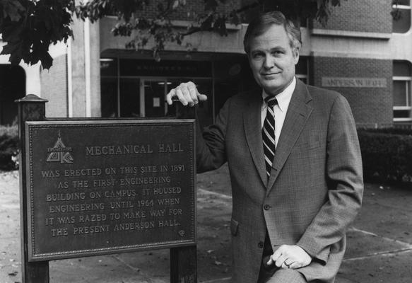 Bowen, Ray M., Dean, College of Engineering, 1983 - 1989