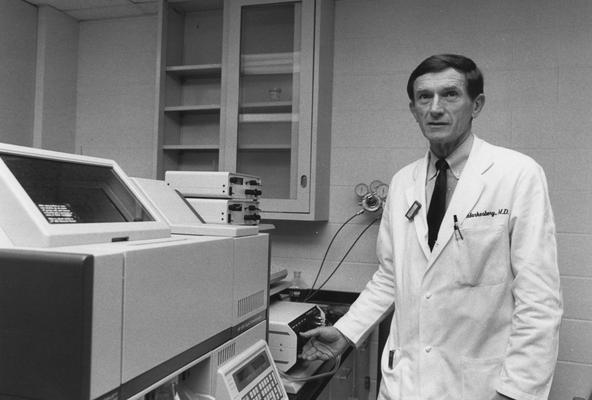 Marksbery, William R., Professor of Neurology, Pathology, and Anatomy, photographer: Photographic Services Images # 26340