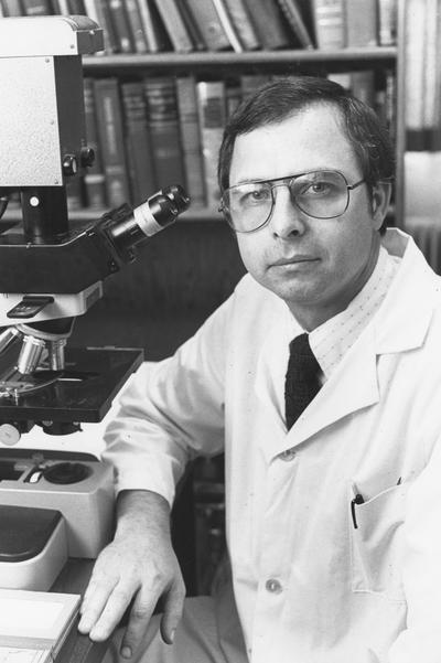 Swerczek, Tom, Professor of Animal Pathology, photographer: Photographic Services: Negative File: Regular Series # 19605