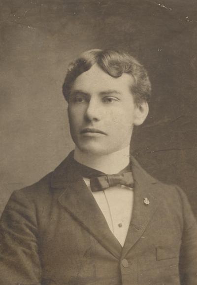 Davidson, Harry, Alumnus