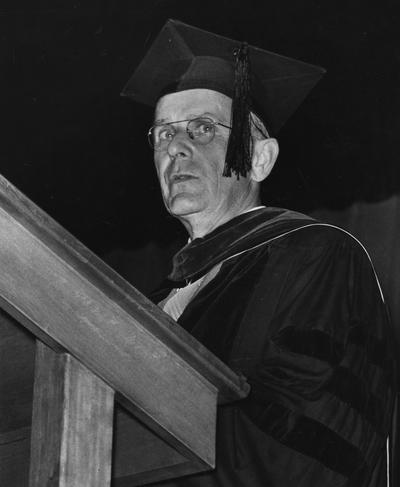 Chamberlain, Leo M., Professor, Education, University Vice President, Addressing graduates at 1958 Commencement Ceremonies, Public Relations Department, photographer: Lexington Herald - Leader staff