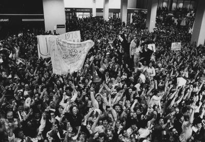 Thousands of students and fans gather at Lexington's Bluegrass Field (airport) to greet the returning 1978 NCAA championship UK basketball team