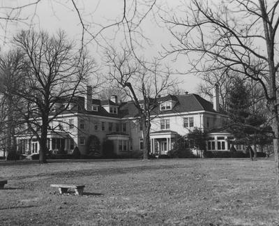 Carnahan House on the Coldstream Farm, now the University of Kentucky's Industrial Park on Newtown Pike, Lexington, Kentucky. Photographer: Kentucky Agricultural Extension