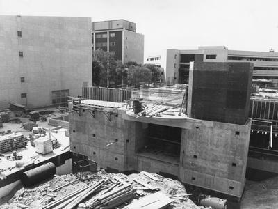 In 1986, the construction began on the Dorothy E. Combs Cancer Research Building. Photographer: Ken Goad