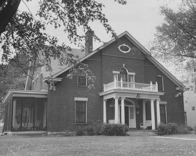 The front of the Alpha Gamma Delta house. Photographer: Mack Hughes