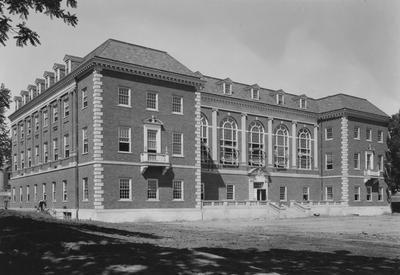 Margaret I. King Library, at the University of Kentucky was completed and on June 15, 1931, it was occupied. The building contains 1,000,000 cubic feet of space