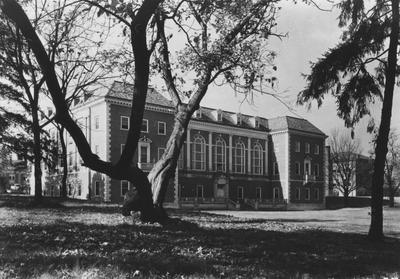 Margaret I. King Library, at the University of Kentucky as it appeared after the opening in 1931. This print is located in the Nollau Nitrate collection box 3, image 1287. Credit is given to University of Kentucky Archives