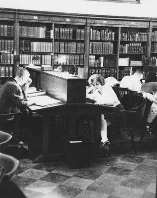 Students studying in the Breckinridge Room of King Library