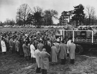 The groundbreaking, December 10, 1957, for the Chandler Medical Center. Photographer: Herald- Leader