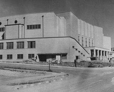 Memorial Coliseum under construction