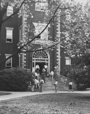 Students in front of the Natural Science  Building (now Miller Hall). Received October 19, 1959 from Public Relations