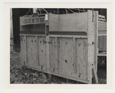 A tobacco bale press unit which is designed and used for an experimental tobacco packaging project