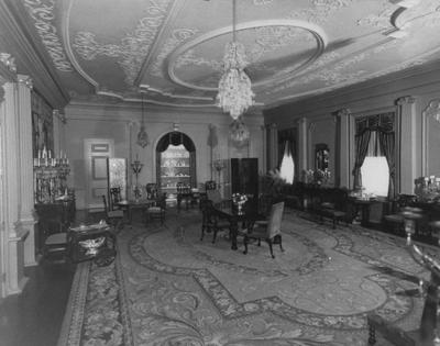 Upstairs sitting room but later this was used for luncheons at Spindletop Hall