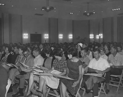Freshman Orientation--Group of people in Memorial Hall
