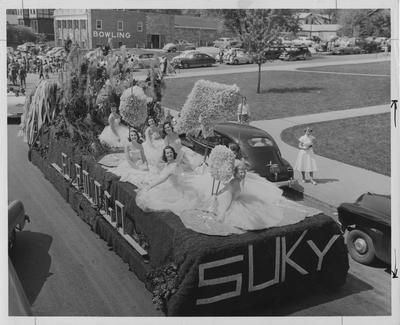 Homecoming Float with SUKY on the back. There are seven women on the float. Photographer: Mack Hughes