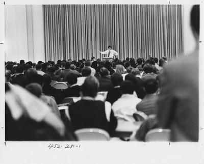 Protesters listen to a speaker; This image is in the 1969 Kentuckian on page 281, image 1