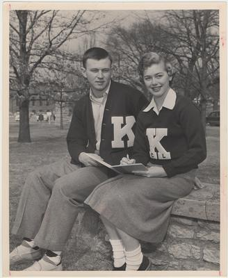Bob Hardy and Joanne Shelton, cheerleader, share a notebook; Photographer: Mack Hughes