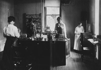 Women in a Chemistry laboratory