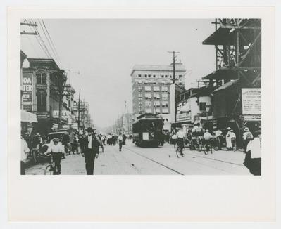 Street scene during streetcar strike of 1913