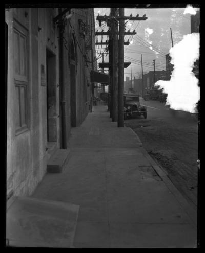 Bryan Station Spring; street scene [DAMAGED]