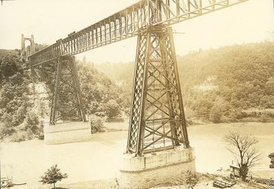 Two trains on High Bridge