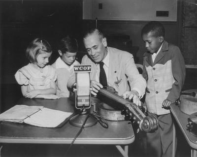 Radio broadcast by John Jacob Niles; WCOP; Boston, Massachusetts