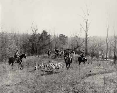 Iroquois Hunt moving off after the blessing
