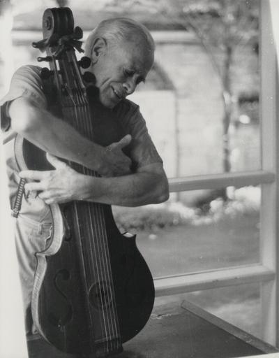 John Jacob Niles performing