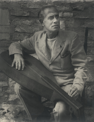 John Jacob Niles posed with dulcimer; Boot Hill Farm; Van Coke