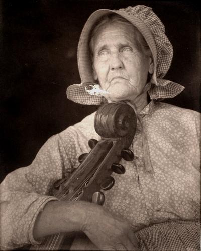Lady with dulcimer