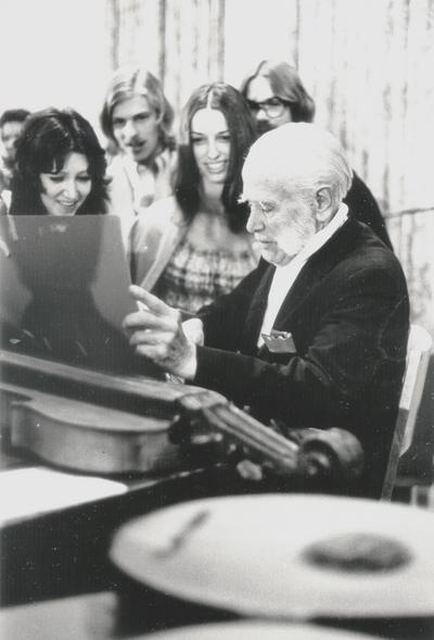 Performance by John Jacob Niles at Hiram College; Cleveland, Ohio; Willard Blum