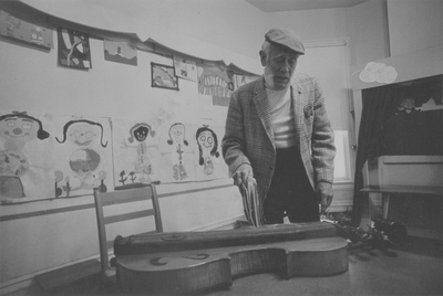 Performance by John Jacob Niles for kindergarten class; Children's House; Lexington, KY; Kerby and Merlen Smith