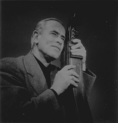 John Jacob Niles posed with dulcimer