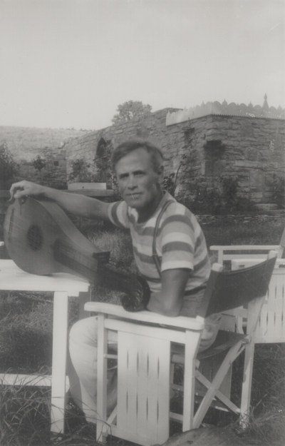 John Jacob Niles outdoors with dulcimer; Boot Hill Farm; Emil Beyer, German Composer