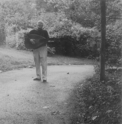 John Jacob Niles posed with dulcimer; Boot Hill Farm; Eugene Meatyard