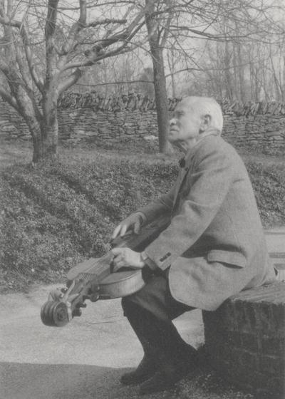 John Jacob Niles outdoors holding dulcimer; Boot Hill Farm; Sallie Aulabaugh