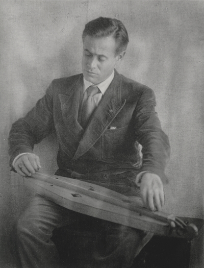 John Jacob Niles posed with dulcimer, taken in Doris Ulmann's studio; Doris Ulmann