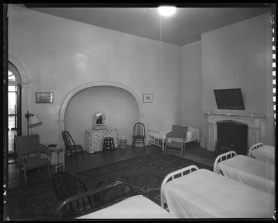 Room w/ 5 beds