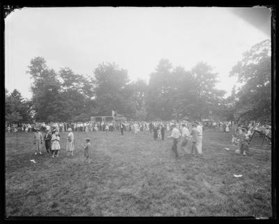 Large crowd at a picnic