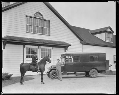 Road studio; horse, photo truck