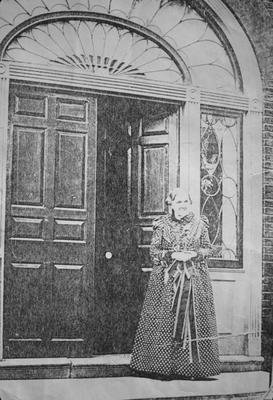 John Wesley Hunt House (Hunt - Morgan House) - Note on slide: Mrs. Morgan in doorway