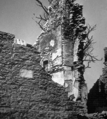 Ruins of stone house - Note on slide: Exterior view of stonework