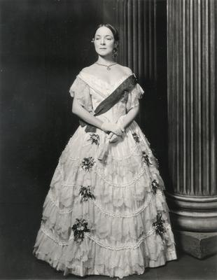 Helen Hayes in                          Victoria Regina; Photographer: Vandamm Studio; New York